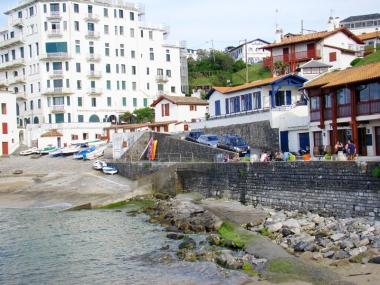 terrasse sur le port à guéthary