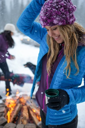 Lynsey Dyer enjoying apre ski at Emerald Lake Lodge