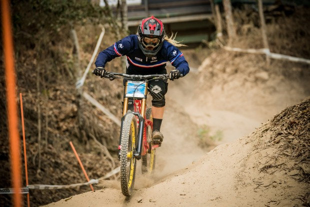 Flora Lesoin VTT DH Interview6