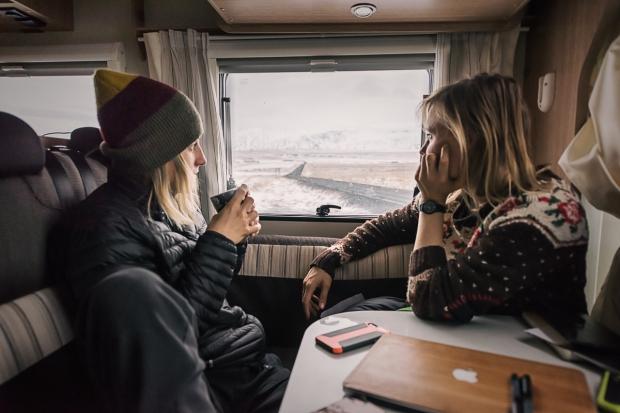 24islande sur snowboard féminin