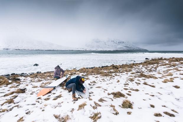 5islande sur snowboard féminin
