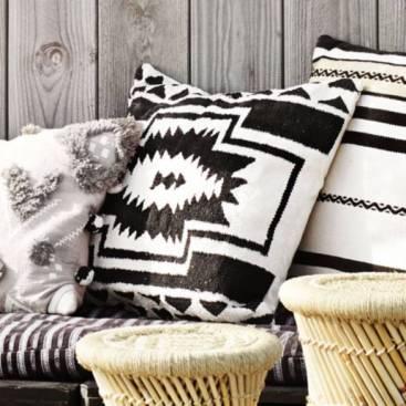 housse-de-coussin-noir-blanc-ethnique